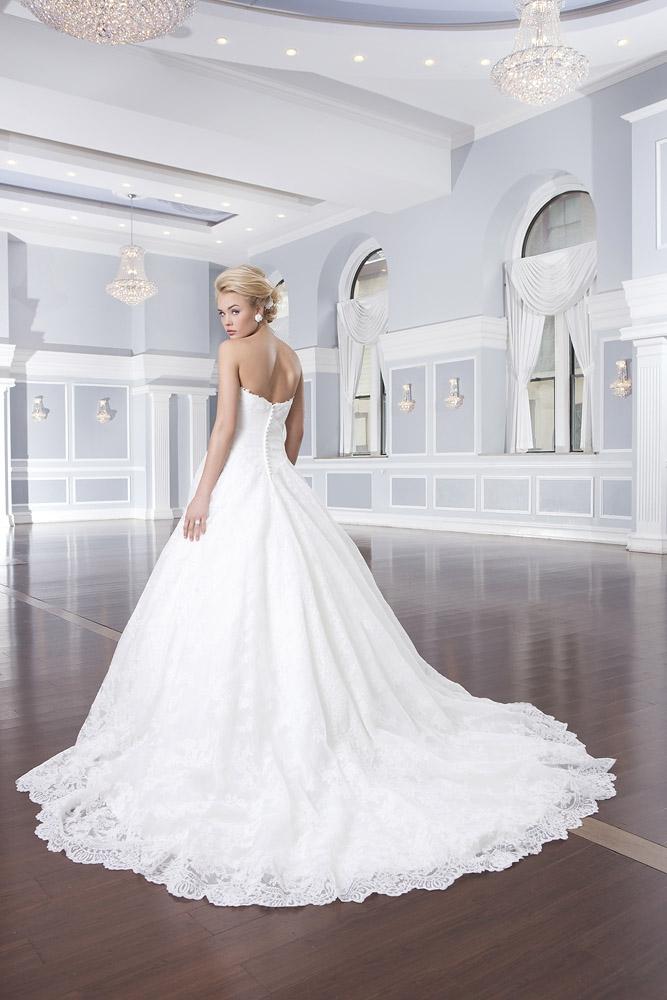 пышные свадебные платья со шлейфом фото