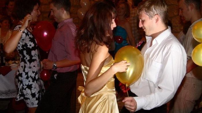 Конкурсы на свадьбе с мячом