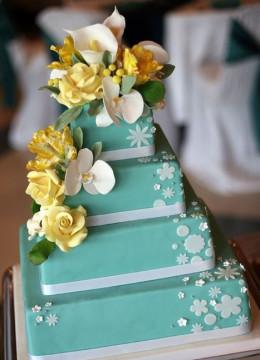 biryuzovyy-svadebnyy-tort-1