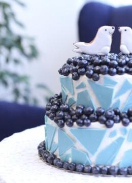 okean-nebo-i-sapfiry-svadebnogo-torta-v-sinem-tsvete-750×500