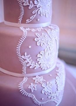 svadebnii-tort-sirenevii-fioletovii-02