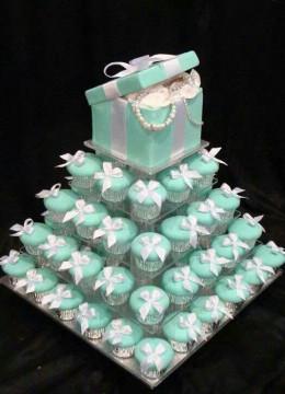 svadebnyy-tort-s-pirozhnymi-kapkeykami-3