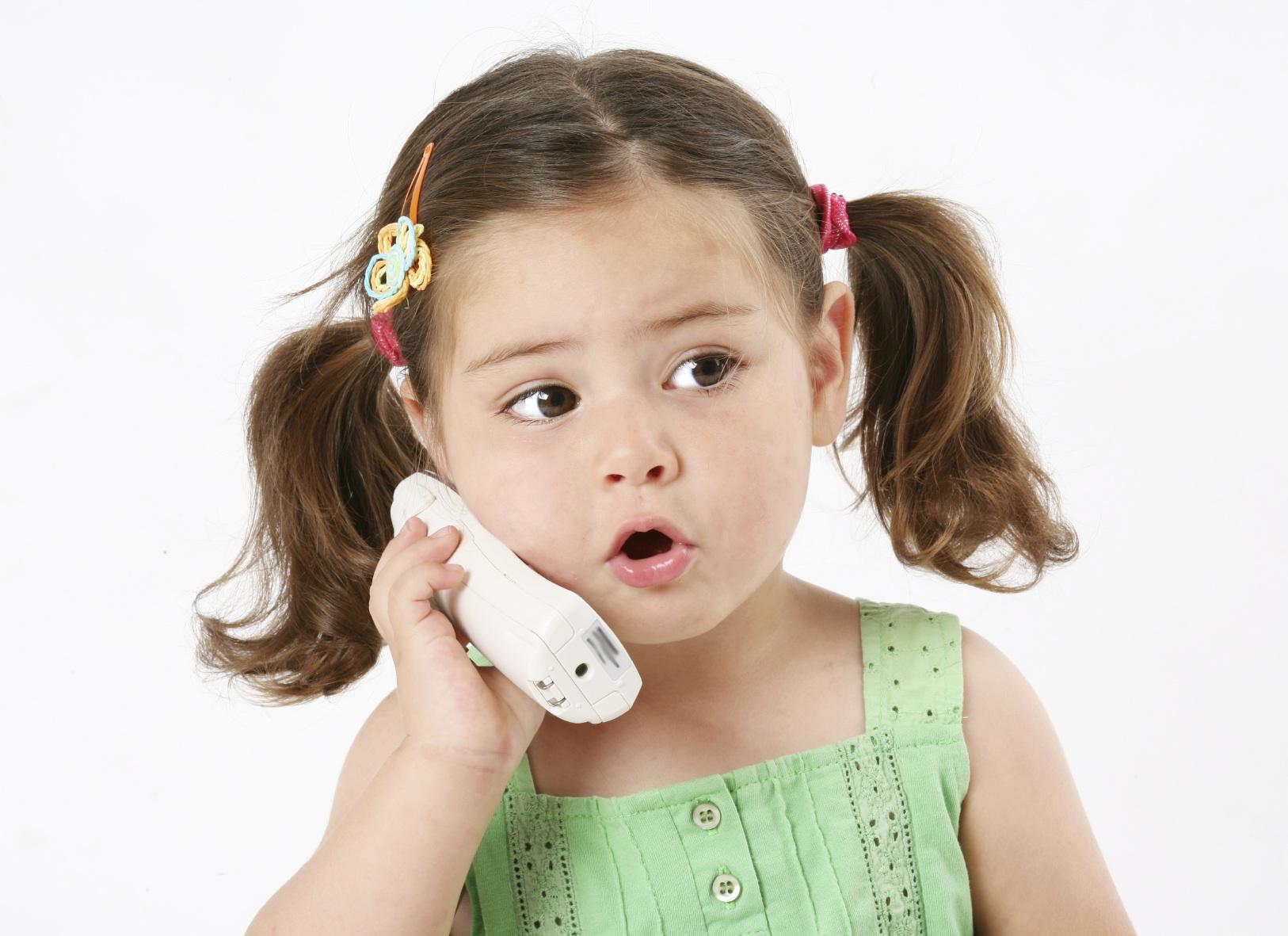 3_Devochka-zvonit-po-telefonu