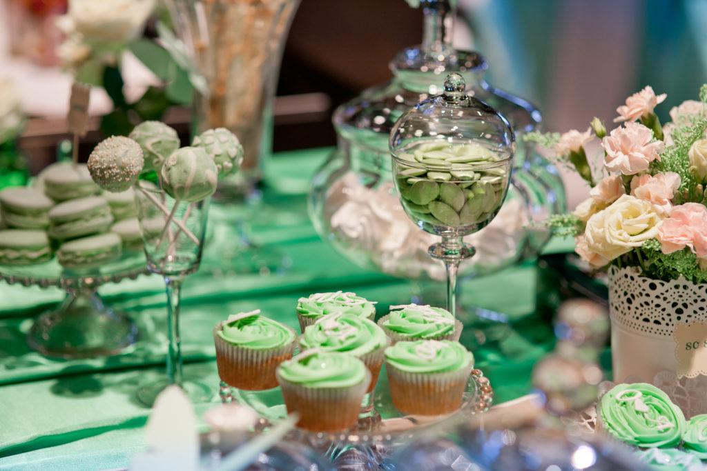 Оформление стола на берилловую свадьбу
